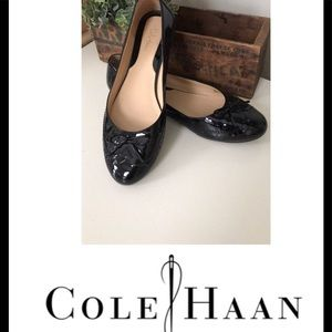 COLE HAAN 💫 EUC  8.5 BLACK FLATS PATENT LEATHER